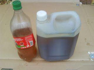 Atitude Correta Detergente com óleo de cozinha usado Além de Bio-combustível e sabão, também podemos fazer um bom detergente com óleo de cozinha usado, basta separar o óleo usado na cozinha e acrescentar o